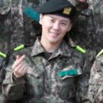 JYJのジュンス訓練所の軍服姿…集合写真は指ハートで♥