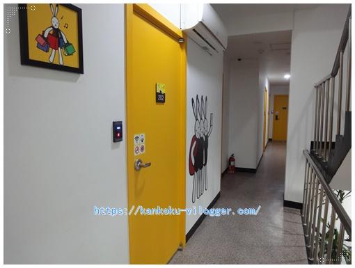 24ゲストハウスナンポ2階廊下